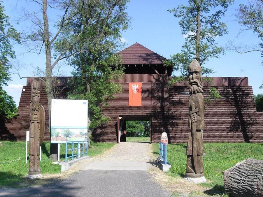 Gród w Grzybowie - Ciekawe miejsca w Polsce