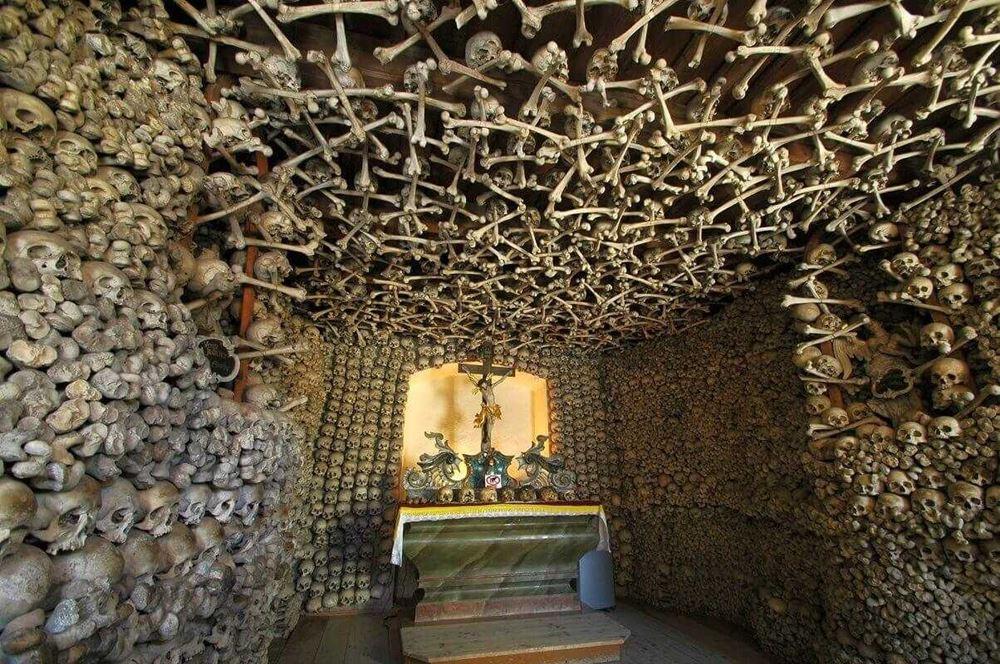 kaplica-czaszek-ciekawe-miejsca-w-polsce-1 Kaplica Czaszek Kościoły / Cerkwie