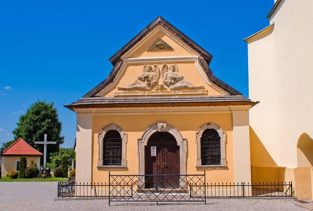 Kaplica Czaszek z zewnątrz