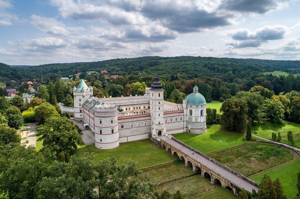 zamek w krasiczynie widok z lotu ptaka