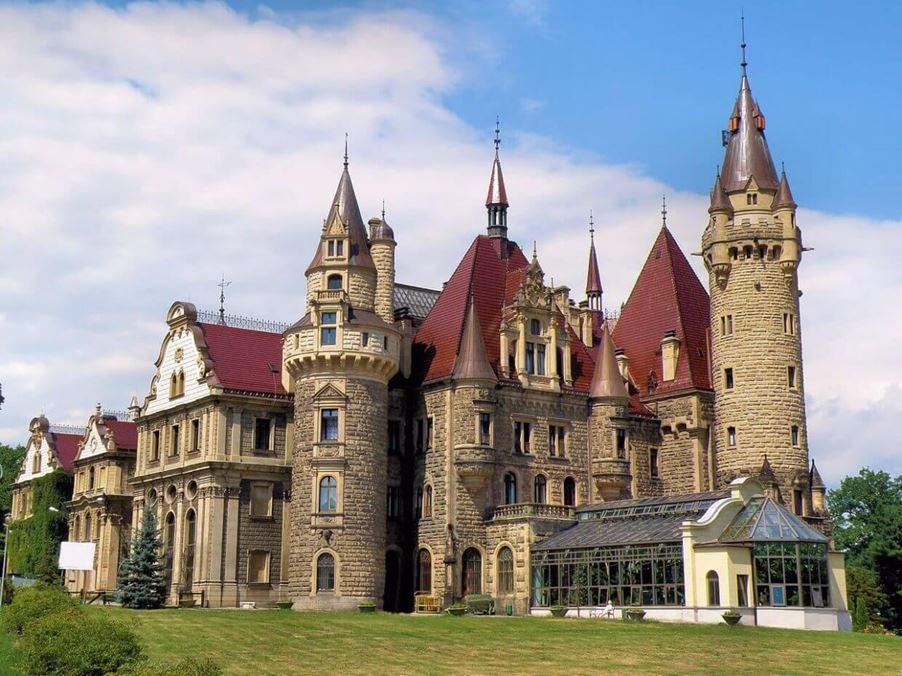Zamek w Mosznej - Ciekawe miejsca w Polsce