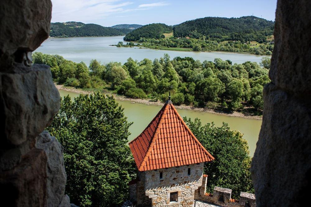Zamek Tropsztyn - mury zamkowe