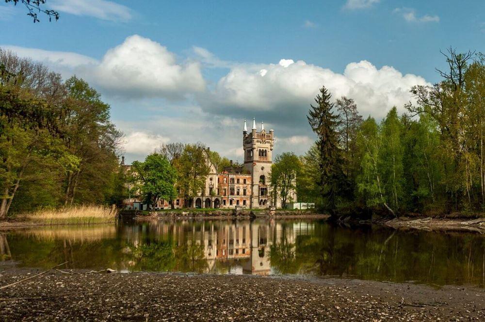 palac-w-kopicach-ciekawe-miejsca-w-polsce-1240x825 Kopice – pałac Kopciuszka Turystyka Zamki