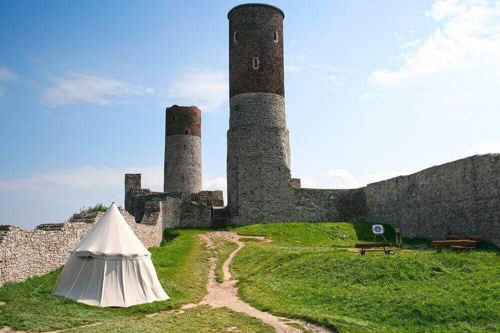 Zamek Chęciny - Ciekawe miejsca w Polsce