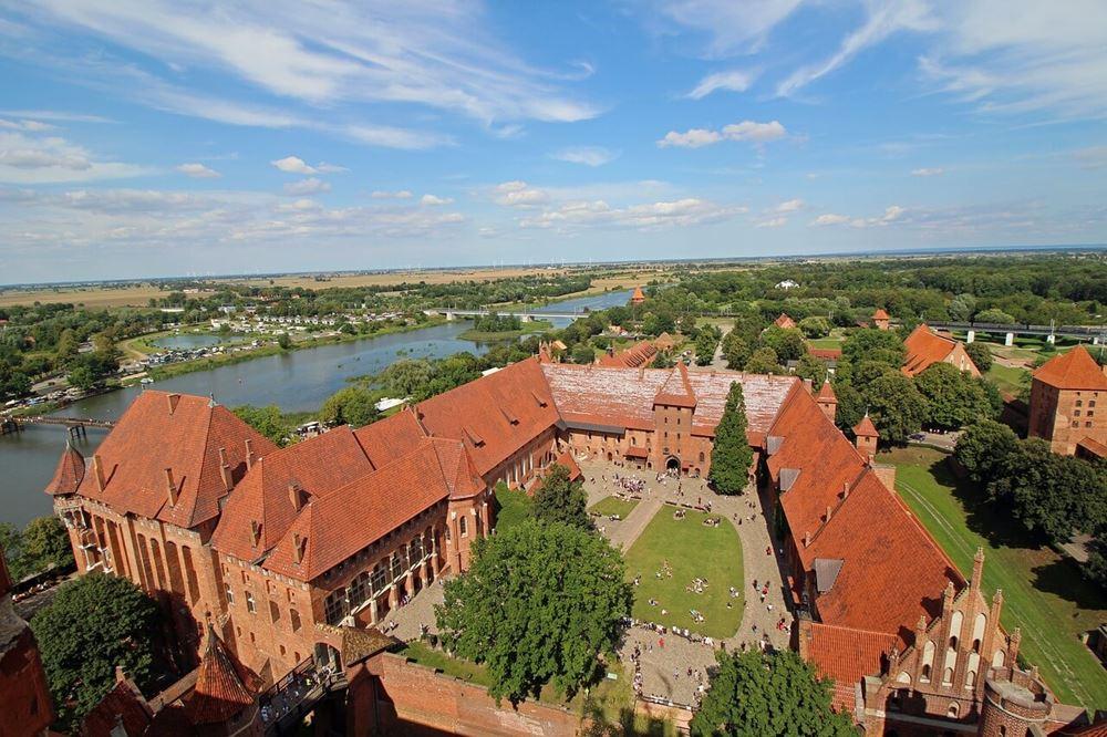 Zamek w Malborku każdego roku przyciąga tysiące turystów