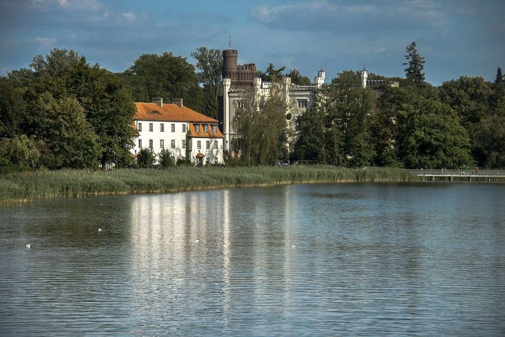 Widok na Zamek w Kórniku od strony jeziora