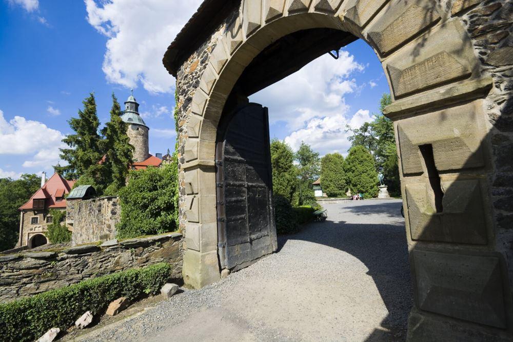 zamek - wejście na most nad fosą