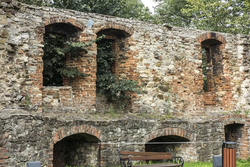 mury zamku Toszek