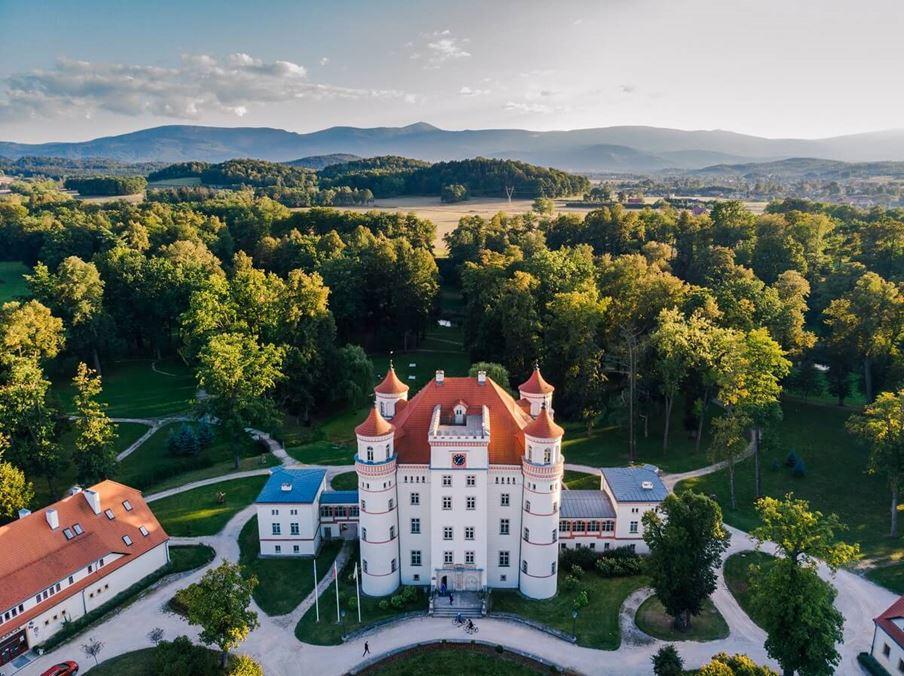 Pałac w Wojanowie - zamek wojanów -kotliny jeleniogórskiej