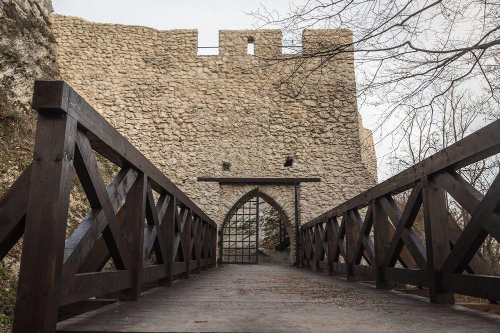 Zamek Smoleń wejście