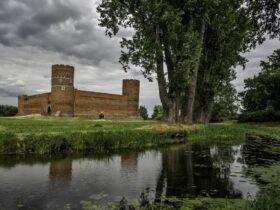 Zamek Książąt Mazowieckich i Rzeka Łydynia w Ciechanowie