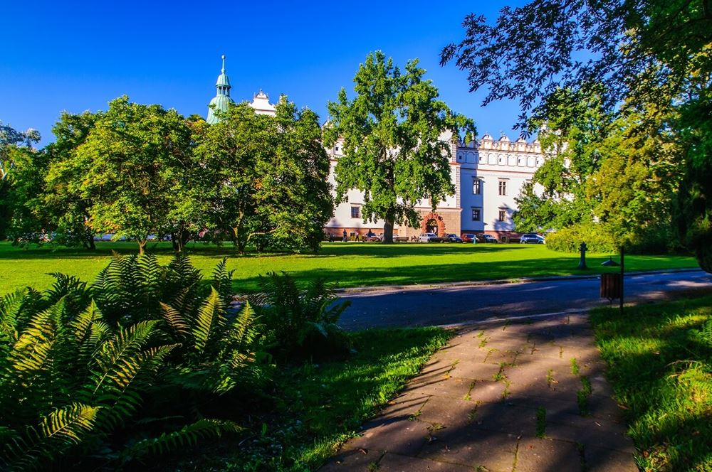 Zamek w Baranowie Sandomierskim widok od strony Parku